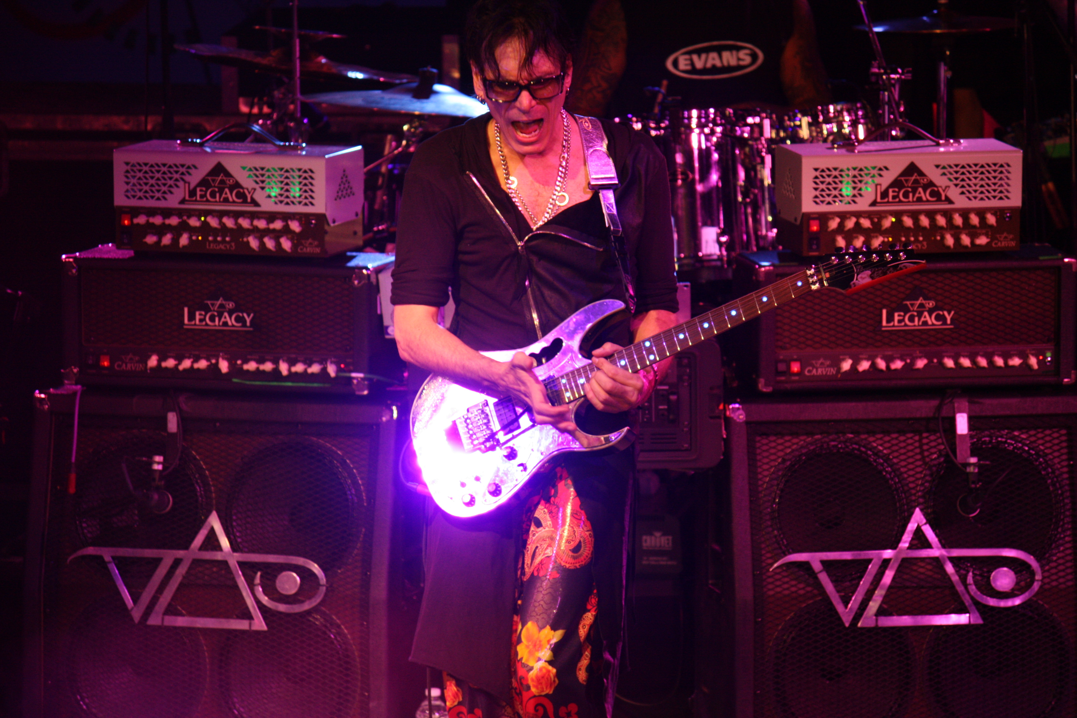 Steve vai live show review manta ray pictures i think vai realizes in this tough economy there is no guarantee about how many people can go to see a live show but long island turned out to support him fandeluxe Gallery