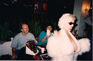 SaRenna Lee works her magic selling Evil Streets @ Chiller Theatre Convention 1998